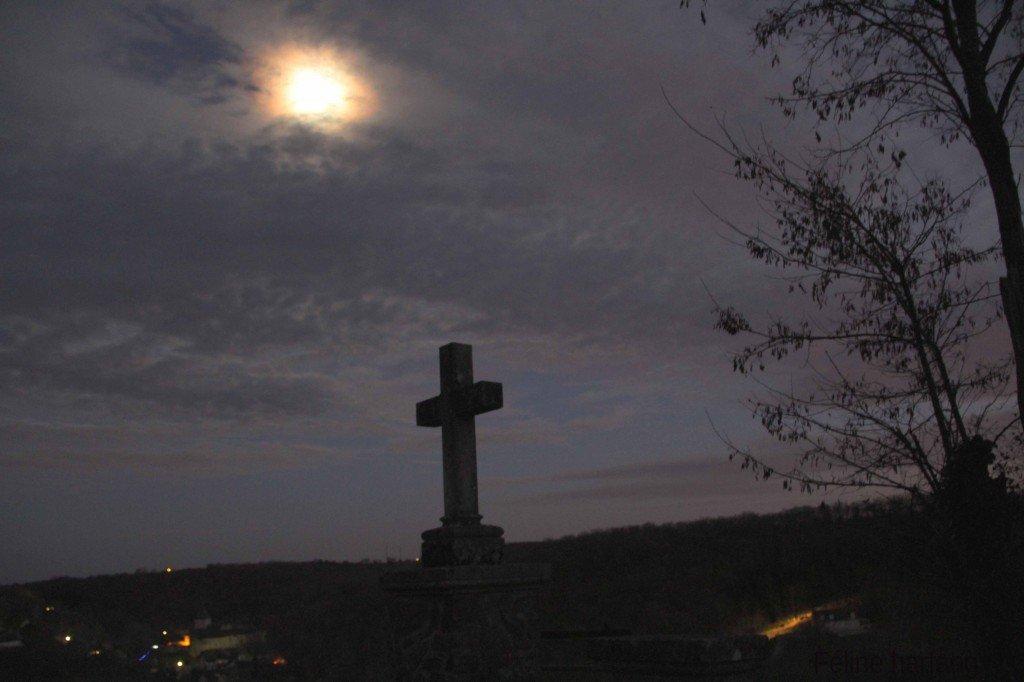 gargilesse la croix, le village et la lune