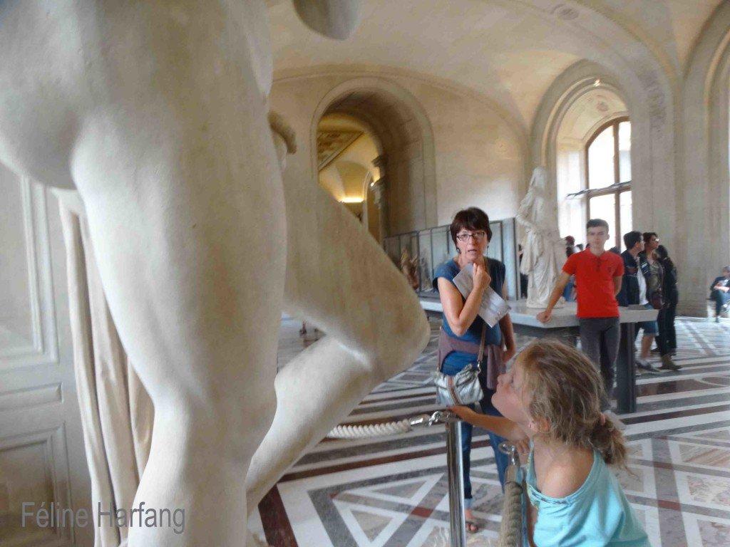 Au Louvres, photo poème Féline Harfang